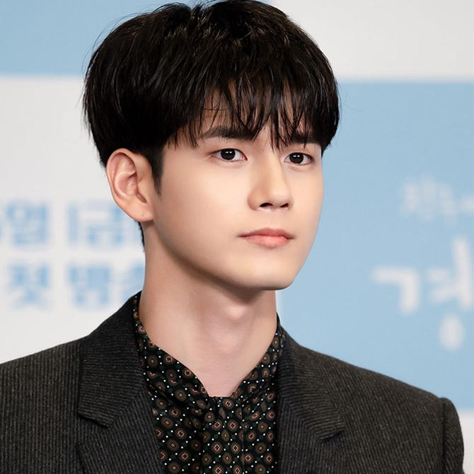 The Trendiest Korean Men S Hairstyles Of 2020 As Seen On Park Seo Joon Lee Dong Wook And More Buro 24 7 Malaysia